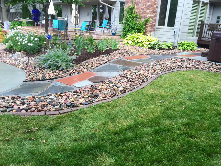 Flagstone pathway with river rock edging for Installing river rock landscaping